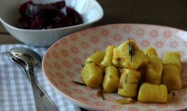 Rosmarin-Gnocchi mit Rote-Rüben-Salat