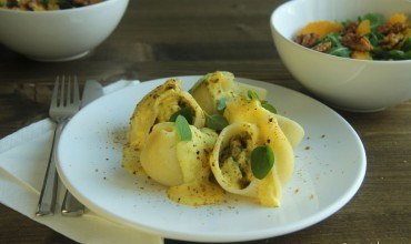 Conchiglioni mit Pistazienfüllung und Orangen-Mandel-Sauce