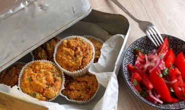 Mais-Jalapeño-Muffins mit Ensalada Chilena